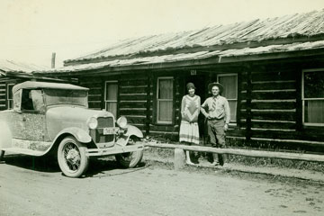 J. P. Cunningham and wife Margaret build a cabin and homestead South of Spread Creek.